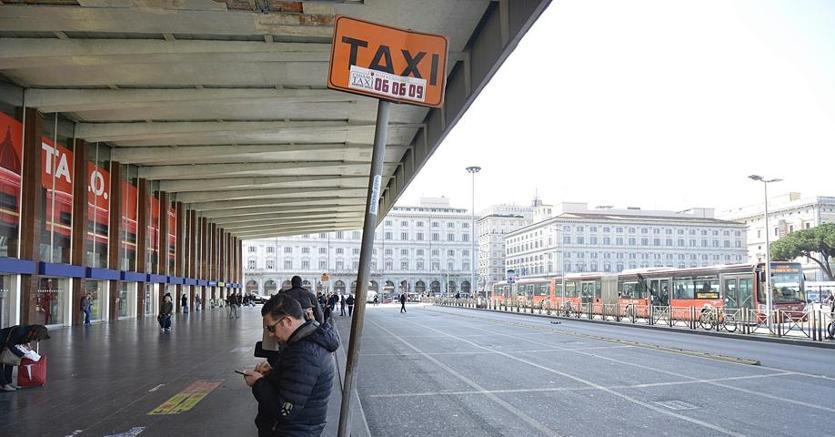 Roma. Protesta dei taxi, scontri polizia-manifestanti: 7 feriti, 4 fermati